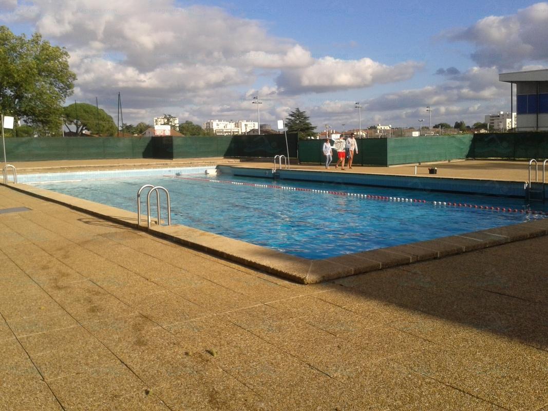 piscines france aquitaine les piscines gironde 33. Black Bedroom Furniture Sets. Home Design Ideas